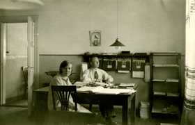 Jämsänkoski factories payroll office in the 1920s.