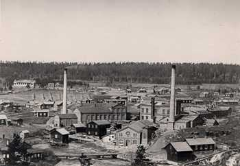 The west side of the rapids, Hovilanhaara paper mill and pulp factory at the beginning of the 1900s.
