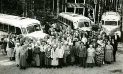 Jämsänkoski factories' pensioners on a trip to Lehes in 1955.