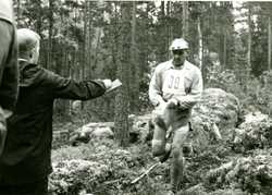 United orienteering contest at Korpilahti in 1962. Olympic skiing champion Veikko Hakulinen.
